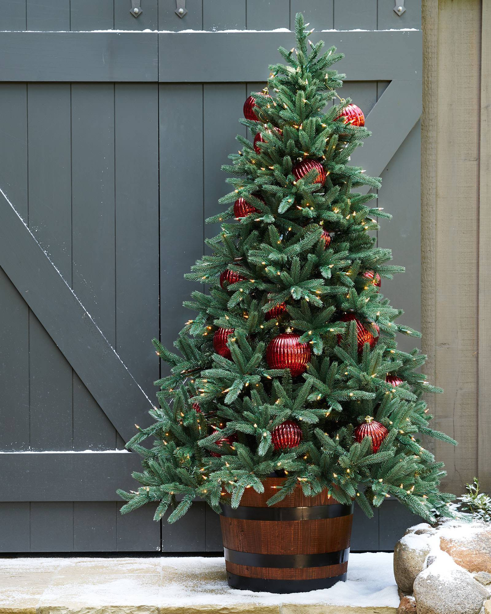 Oakville Narrow Outdoor Christmas Tree | Balsam Hill