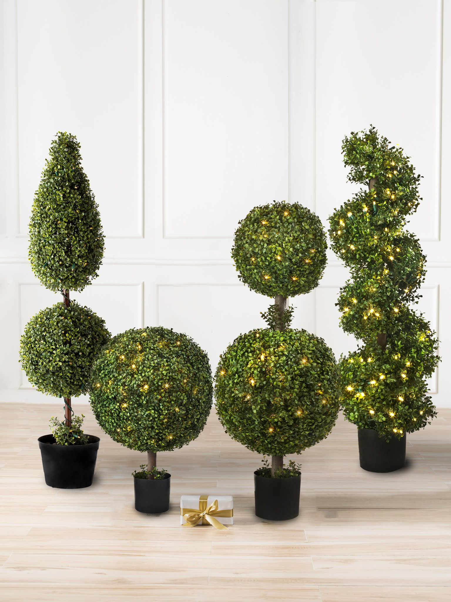 outdoor lighted topiary